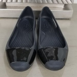 CROCS WOMEN CONTEAST BLACK FLATS SIZE 6